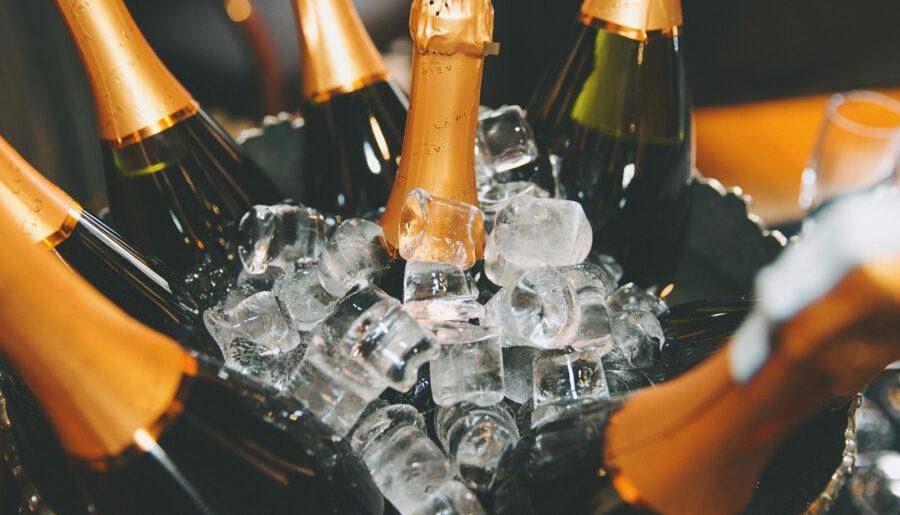 Красивые цитаты про шампанское