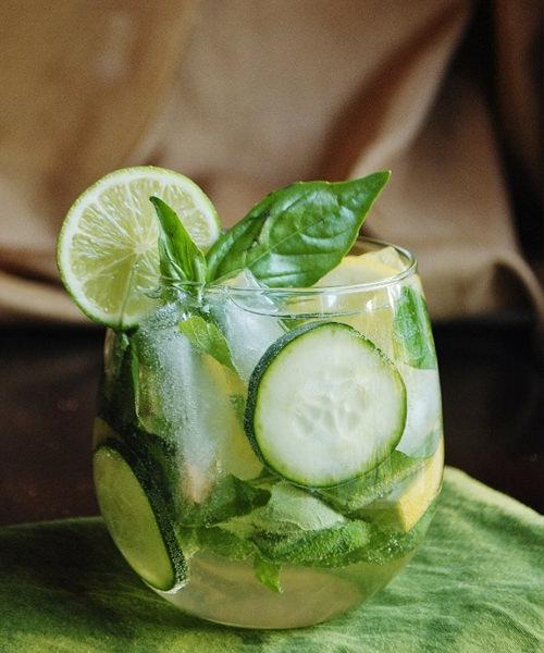рецепт пряной сангрии с зеленью и огурцами
