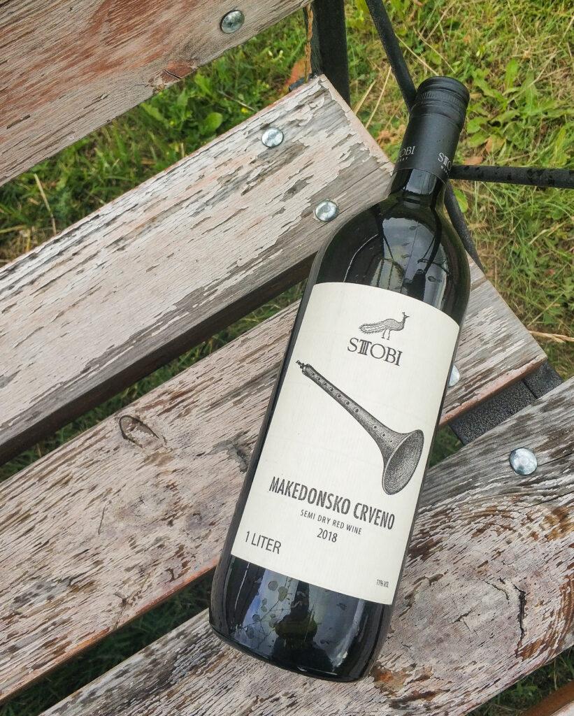 Отзыв и обзор на вино Stobi Makedonsko Crveno, 2018 красное полусухое