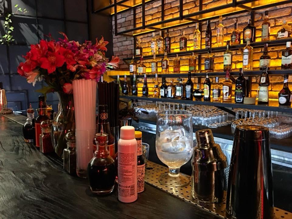 Cocktail Factory -  где попить вина и поесть в Тбилиси