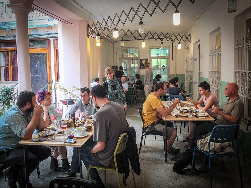 Ezo -  где попить вина и поесть в Тбилиси