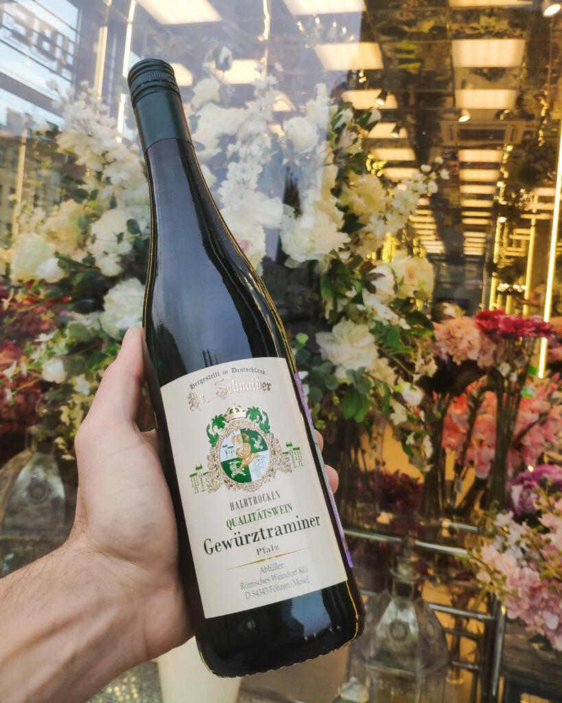 Обзор вина Dr. Schnaider Gewürztraminer Halbtrocken белое полусухое