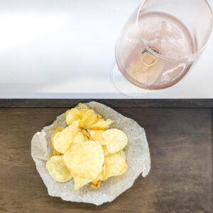 Картофельные чипсы с солью