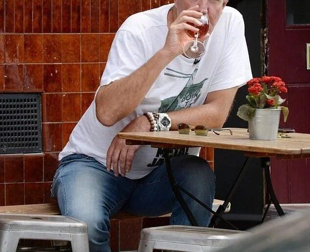 Как не платить за вино в баре? Секрет от Джереми Кларксона
