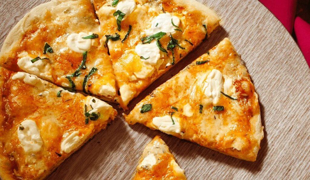 Пицца и вино: 4 сыра