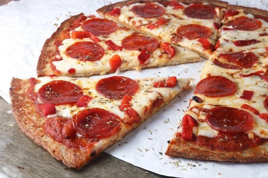 Пицца и вино: пепперони