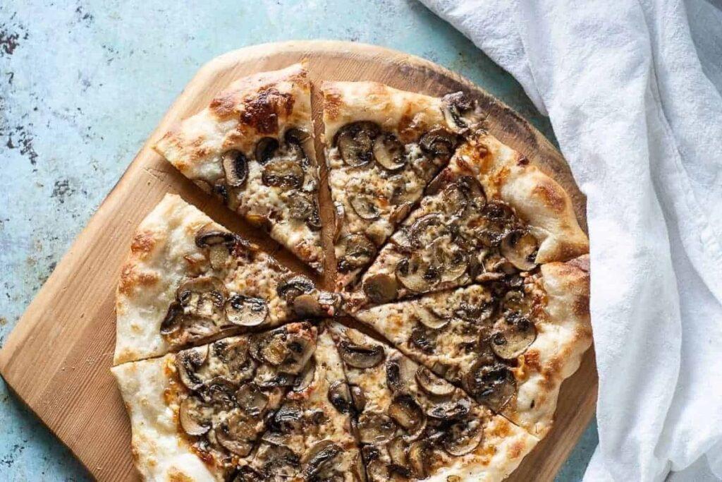 Пицца и вино: грибная